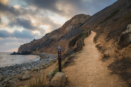 Dramatic view looking up at the steep Tovemore Trail from the bottom of the rugged cliffs of Pelican Cove, Rancho Palos Verdes, California Stok Fotoğraf
