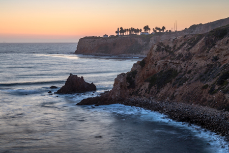 Long-exposure coastal view of Pelican Cove and Point Vicente Lighthouse with dramatic sky after sunset from Terranea Trail, Rancho Palos Verdes, California Imagens
