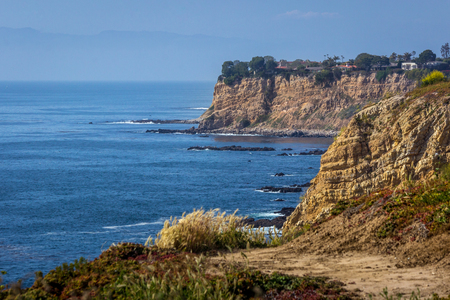 Stunning Golden Cove Southern California coastline view with tall cliffs, seen along Seascape Trail, Rancho Palos Verdes, California Imagens
