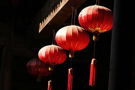 wedding customs: Raise the bright red lantern