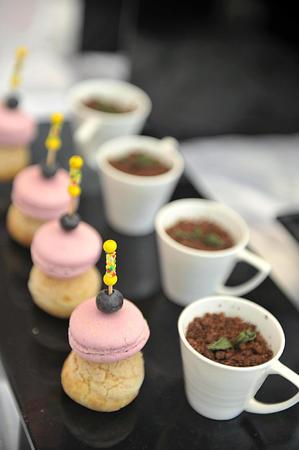 mediodía: Despu�s del t� mediod�a y pasteles