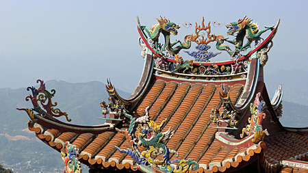 chinese dragon carving roof photo