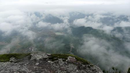 Xianju Jingxing Cliff landscape scenery view with mist 免版税图像
