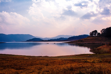 Umiam Lake (It is a man-made lake ) is located in the hills 15 km to the North of Shillong in the state of Meghalaya, India. It was created by damming the Umiam river in the early 1960s. Imagens