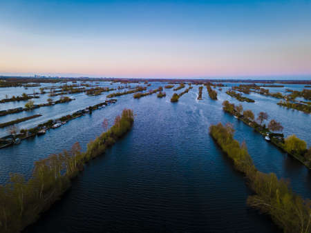 Aerial view of small islands in the Lake Vinkeveense Plassen, near Vinkeveen, Holland. It is a beautiful nature area for recreation in the Netherlands. Vinkeveen is mainly famous for the Vinkeveense Plassen Stockfoto
