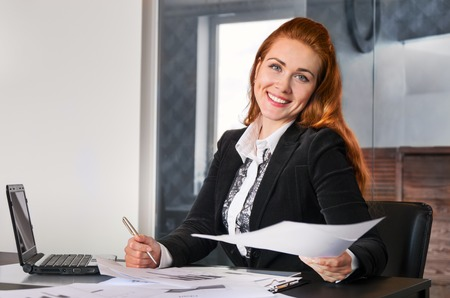 rigor: Business woman working with documents in the office of the laptop