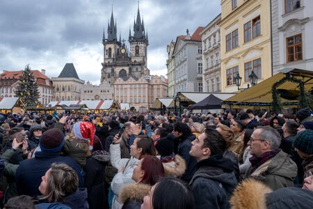 Prague in the Czech Republic on December 23 2019 a crowd of people wait for the ancient clock to strike on the tower. editorial Archivio Fotografico - 140652276
