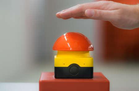 Handpressen rot Spiel Notknopf Standard-Bild - 46883989