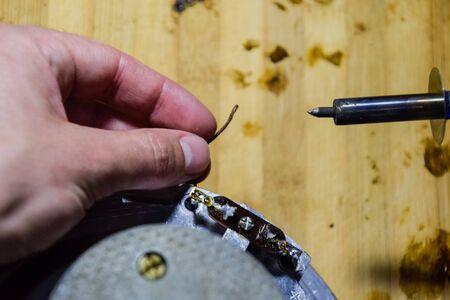 Repair of acoustic dynamics, ration soldering wire on the speaker. Nickel cobalt speaker 25gd-26