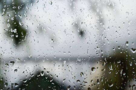 Raindrops on the window pane. Blurred background outside the window in the rain. Archivio Fotografico