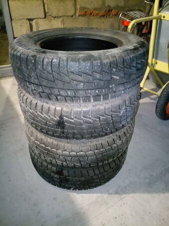 Winter tires are in the garage. Replacement cutting for cars