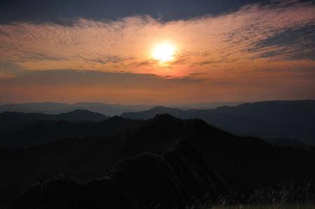 wonderfull: Una maravillosa puesta de sol en Khaochangpuek, Kanchanaburi, Tailandia