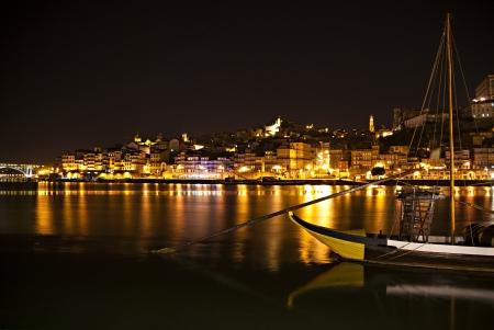 iluminated: Bah�a de Porto iluminados por la noche