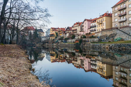 case colorate: Traditional colorful houses in Cesky Krumlov Reflected in the river