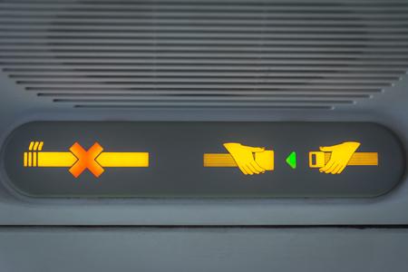 いいえ喫煙と飛行機のシートベルト着用サインを固定