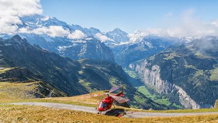emergencia medica: Ver a la red de helicóptero de rescate con el paisaje espectacular en el fondo Foto de archivo