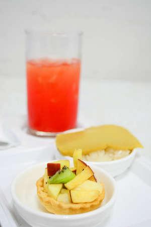fruit tart: fruit tart with punch juice