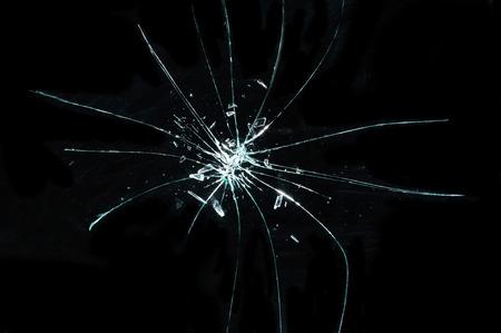ひびの入ったガラスの破片