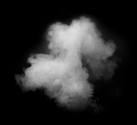 白い煙が黒の背景に分離