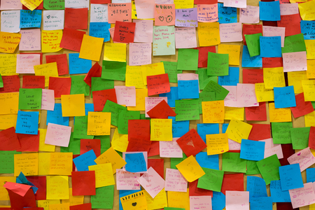 Colorfur post it notes with wishes for parent day.