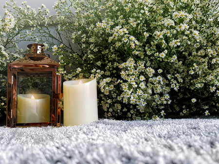 Beautiful wedding decoration background with carpet, candle and lot of white flowers. Vintage style 免版税图像
