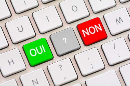 trading questions: Oui or Non choice in French on keyboard Stock Photo