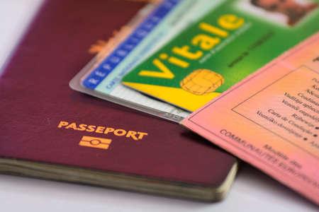 Pasaporte y demás identidad de papel y tarjetas Foto de archivo