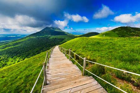 프랑스, 아침 동안 Puy 드 돔 산과 오베르 뉴 풍경