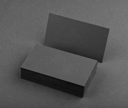 hoja en blanco: dise�o de identidad, plantillas corporativas, el estilo de la empresa, tarjetas de visita negras sobre un fondo negro