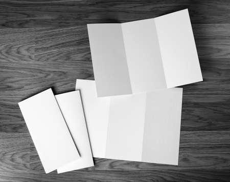 sjabloon: identity design, corporate sjablonen, huisstijl, set van boekjes, leeg wit vouwen papier flyer Stockfoto