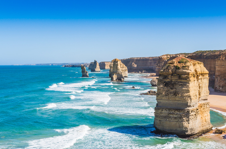 The twelve apostles with blue sky on the great ocean road in Victoria Australia 免版税图像