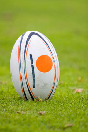 Rugby ball: Una pelota está esperando para ser usado.