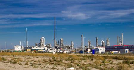 industria petroquimica: Una fábrica de pesada está produciendo bienes