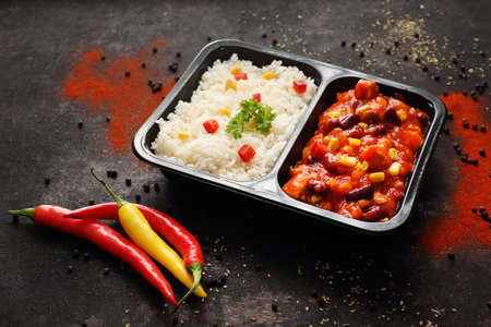 Ready food from the market. Chicken in Mexican sauce with rice. Reklamní fotografie