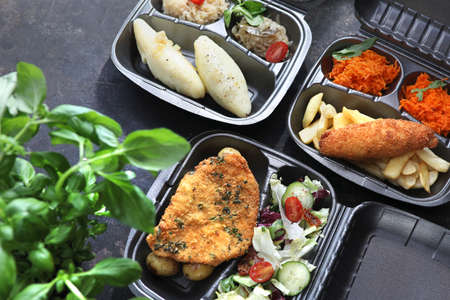 Dietary catering. The cook puts the dish in a container. A set of balanced dishes in containers. Takeaway. Box diet, balanced dietary catering. A set of dishes in containers. Yes