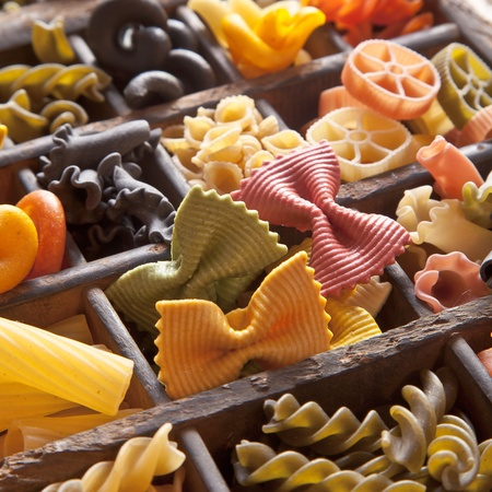 italia: Different colored Pasta in an old letter-box