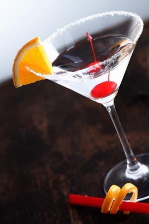 nice food: Сухой Мартини с вишней и долькой апельсина фрукты на фоне возраста Фото со стока