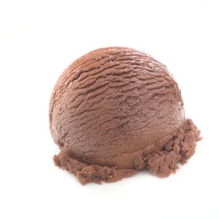 helado de chocolate: Cucharada delicioso chocolate aisladas sobre fondo blanco