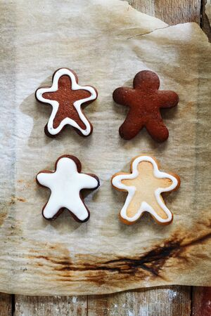 4 Gingerbread men with a golden bow on a grunge background for xmas. photo
