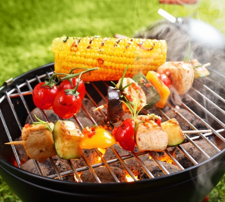 Vegetarian bbq and corncob on a grilling pan Stockfoto