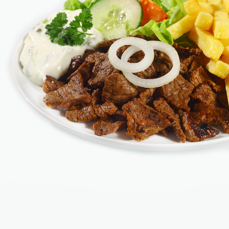 un healthy: Delicious lunch made of pan-fried meat, onion, French fries, mayonnaise and fresh vegetables, on white background