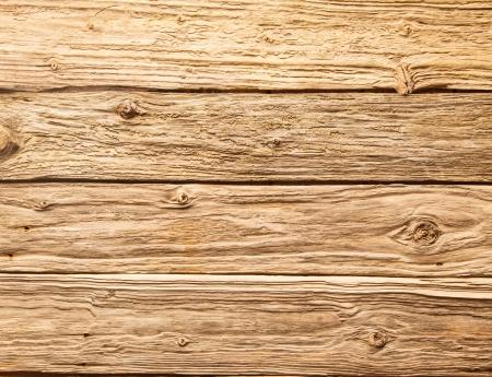 Rustieke achtergrond van zeer ruwe geweven verweerde houten planken met knopen in een horizontaal parallel patroon Stockfoto