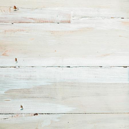 Hintergrund Textur lackiert oder weiß getünchten weißen Holzplatten mit einem gesprenkelten Pinselstrich Muster im quadratischen Format mit copyspace für Ihren Text Standard-Bild - 26700841