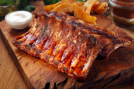 Close up Mouth Watering Juicy Grilled Pork Rib Meat on Top of Wooden Cutting Board 스톡 콘텐츠