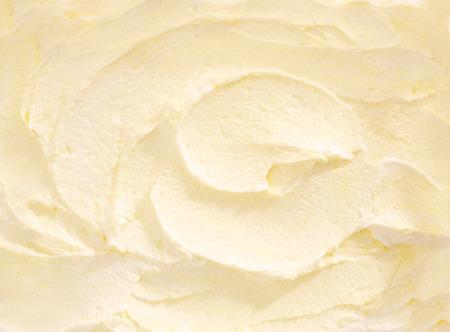 すぐにフルフレームをバナナのアイスクリームの渦巻いた白いクリーム色アイスクリームの御馳走