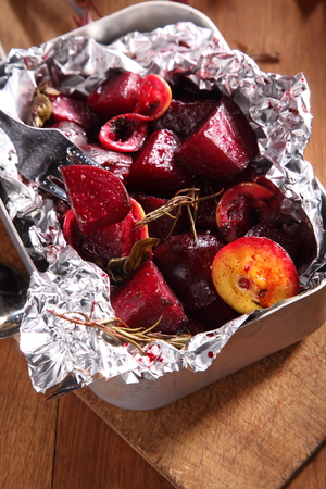 beetroot: Diced cooked beetroot in aluminum foil fresh from the oven or barbecue flavored with onions and herbs for a tasty autumn vegetable dish