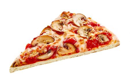Sola rebanada de pizza de hongos llama a la parrilla con hierbas y especias en el queso mozzarella y tomate con una fina corteza de pastel crujiente en blanco