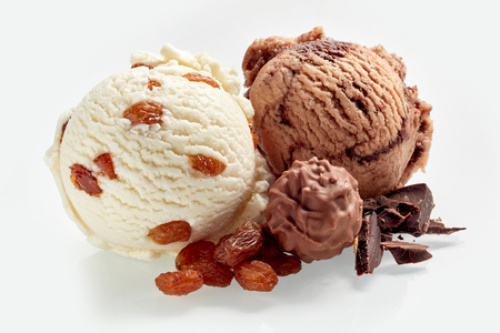 Raisin and chocolate ice cream scoops with raisins and pieces of chocolate, close-up isolated on white background 版權商用圖片