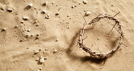 Crown of Thorns on stony sand conceptual of the crucifixion and Easter with copy space Archivio Fotografico