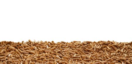 Frontière de copeaux de bois sur un fond blanc avec copie espace conceptuel de biocarburant durable biologique et de l'énergie